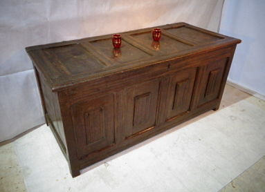 ANTIQUE EARLY 17th CENTURY OAK COFFER